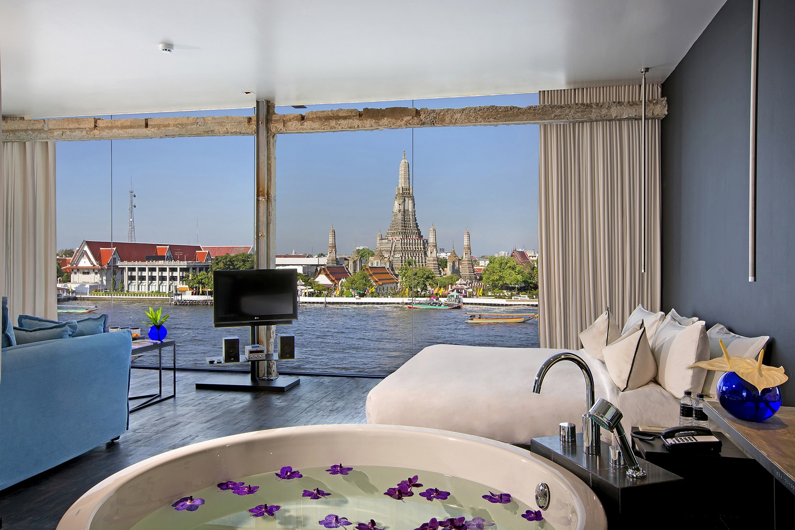 arun river view suite at sala rattanakosin